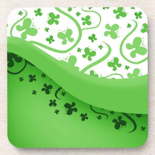 Mariposas abstractas verdes y blancas posavasos