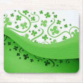 Mariposas abstractas verdes y blancas alfombrilla de raton