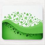 Mariposas abstractas verdes y blancas alfombrilla de ratón