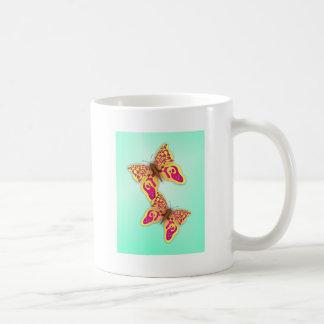 Mariposas amarillas taza de café