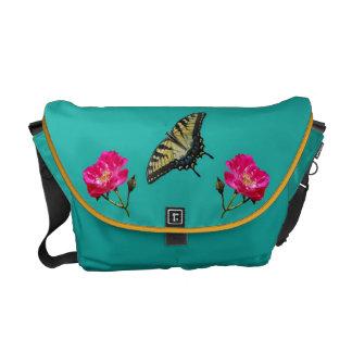 Mariposas amarillas y rosas rosados bolsa de mensajería