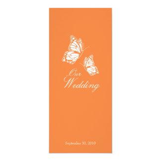 """Mariposas anaranjadas simples que casan la invitación 4"""" x 9.25"""""""