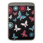 Mariposas azules del rosa bonito de la primavera p funda para macbook air