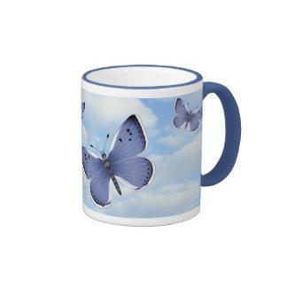 Mariposas azules taza a dos colores