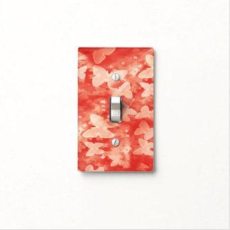 Mariposas blancas en la cubierta de interruptor de placa para interruptor
