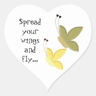 Mariposas bonitas con decir pegatina en forma de corazón