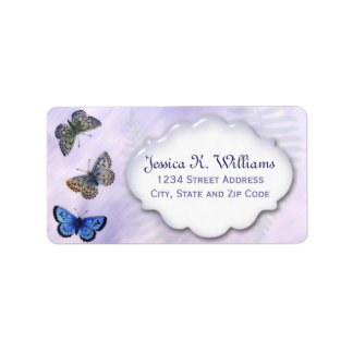 Mariposas coloridas del vintage y fondo púrpura etiqueta de dirección