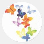 Mariposas coloridas etiquetas redondas