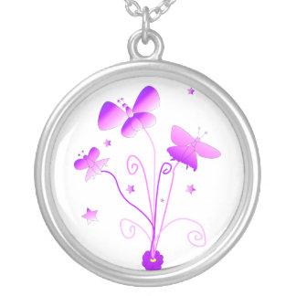 Mariposas con el collar de la flor