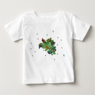Mariposas con hojas, gota de lluvia, perla tee shirt
