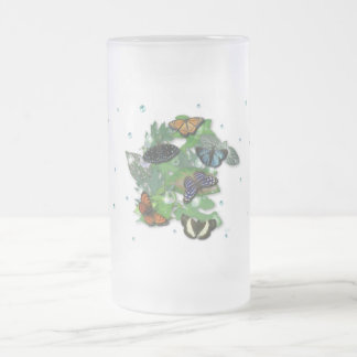 Mariposas con hojas, gota de lluvia, perla taza de café