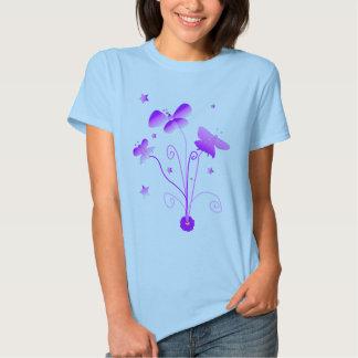 Mariposas con la camiseta de la muñeca de las camisas