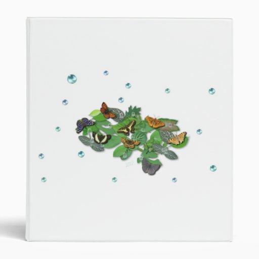 Mariposas con las hojas, gota de lluvia, perlas