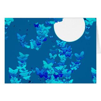 Mariposas contra el cielo nocturno azul, moonscape tarjeta pequeña