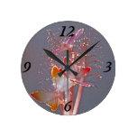 Mariposas de la fibra óptica que brillan intensame reloj de pared