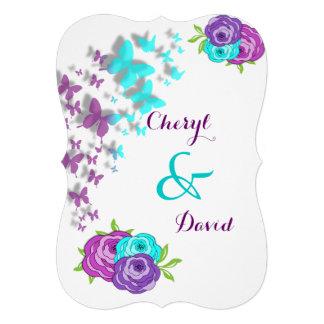 Mariposas de la púrpura y del trullo y flores capr invitacion personalizada