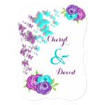 Mariposas de la púrpura y del trullo y flores invitacion personalizada