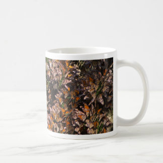 Mariposas de monarca taza de café