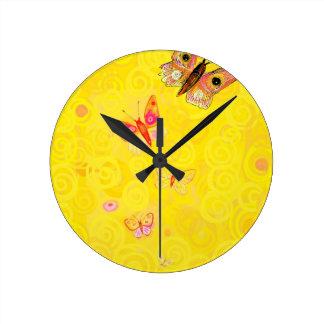 Mariposas de Papillon en nouveau amarillo del arte Reloj De Pared