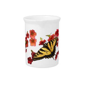 Mariposas de Swallowtail del tigre en las flores r Jarrón