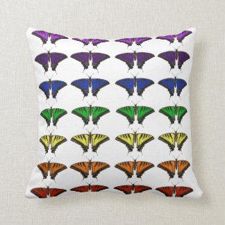 Mariposas del arco iris cojín