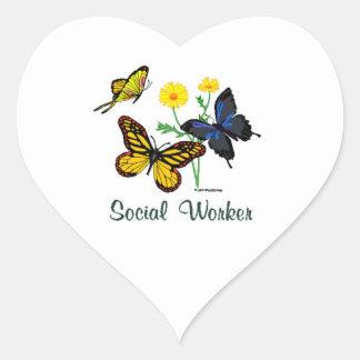 Mariposas del asistente social pegatina en forma de corazón