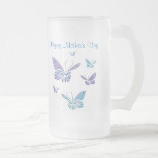 Mariposas del baile, el día de madre feliz taza de cristal