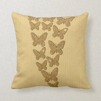 Mariposas del brillo del oro cojin