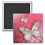 """""""Mariposas del brillo"""" (rosa) por Cheryl Daniels Imán Cuadrado"""