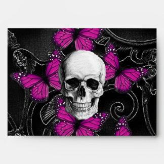 Mariposas del cráneo y de las rosas fuertes de la sobres