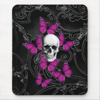 Mariposas del cráneo y de las rosas fuertes de la mouse pad