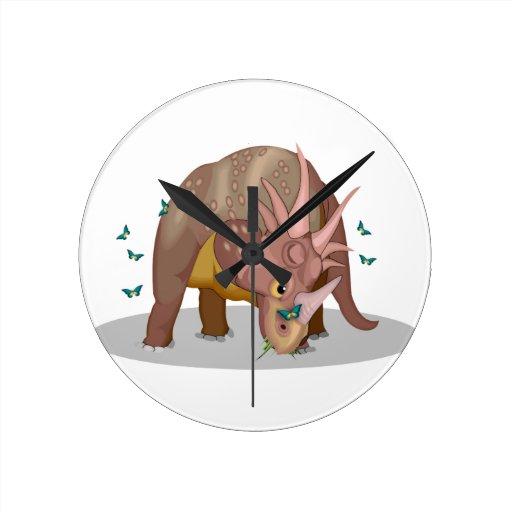 Mariposas del dinosaurio del Triceratops Reloj De Pared