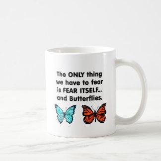 Mariposas del miedo sí mismo taza de café