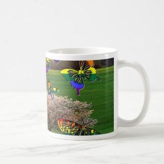 Mariposas del orgullo taza