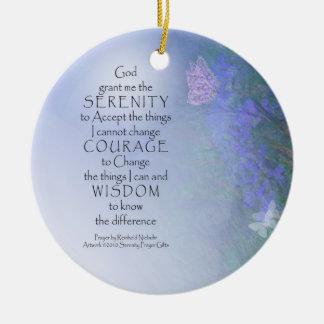 Mariposas del rezo de la serenidad y ornamento de adorno navideño redondo de cerámica