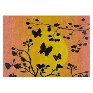 Mariposas elegantes en la puesta del sol, tablas para cortar