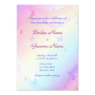 Mariposas elegantes que casan la invitación