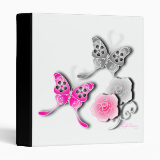 Mariposas elegantes y rosas rosados y de plata