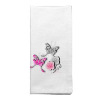 Mariposas elegantes y rosas rosados y de plata servilleta imprimida