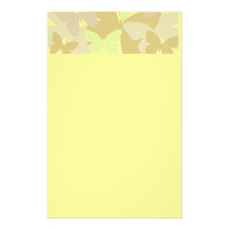 Mariposas en amarillos papeleria de diseño
