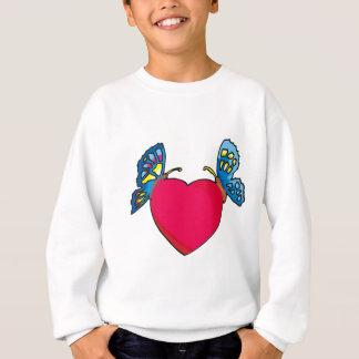 mariposas en diseño del corazón remeras