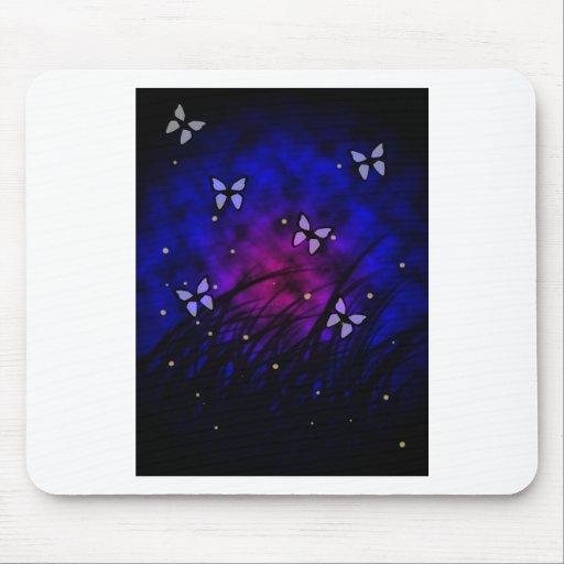Mariposas en el mousepad de la noche