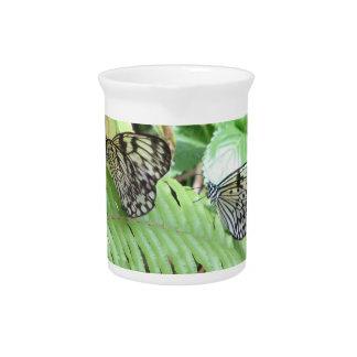 Mariposas en la jarra del helecho
