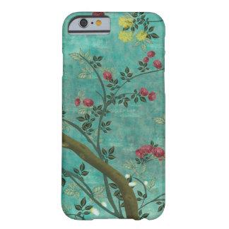 Mariposas hermosas del árbol del flor de la funda de iPhone 6 barely there