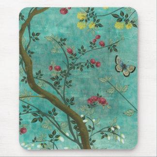 Mariposas hermosas del árbol del flor de la tapete de raton