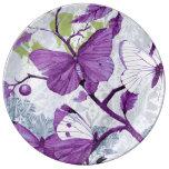 Mariposas púrpuras en ramas platos de cerámica