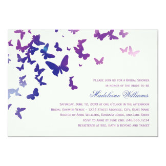 Mariposas que agitan nupciales de la invitación el