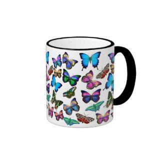 Mariposas que agitan por la taza