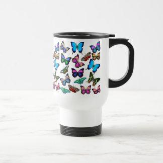 Mariposas que agitan por la taza del viaje