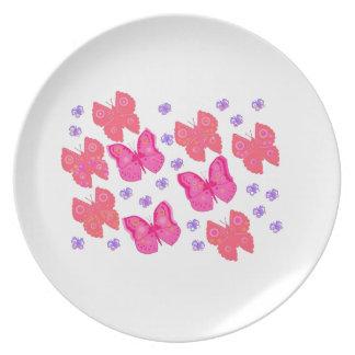 Mariposas rosadas plato de cena